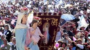Miles de fieles católicos celebraron los 34 años de la aparición de la Virgen del Rosario