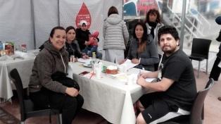 Campaña de donación de sangre en Parque Centenario por el Día Internacional de la Leucemia