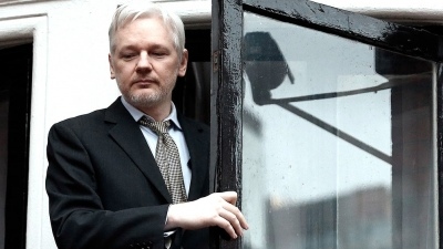 La Policía arrestó a Assange dentro de la embajada de Ecuador en Londres