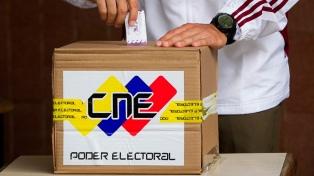 El CNE adjudicó un amplio triunfo al chavismo y la oposición desconoció los resultados