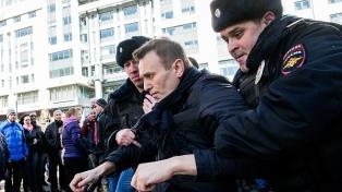 Vuelven a detener en Moscú al dirigente opositor Alexei Navalni