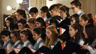 La Legislatura homenajea al Coro Nacional de Niños por su 50º aniversario