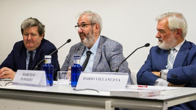 Juan Manuel Bonet, director del Instituto Cervantes, Darío Villanueva, director de la Real Academia Española y Marcelo Panozzo, secretario de Patrimonio Cultural de la Argentina