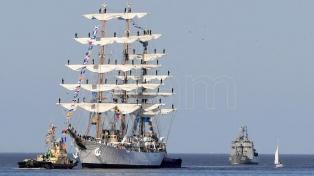Realizan tareas de mantenimiento a la Fragata Libertad en Puerto Belgrano