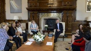 Macri y Stanley recibieron a mujeres de ONG que ayudan a personas vulnerables