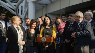 Bachelet recibió a 66 refugiados sirios que se instalarán en Santiago y Valparaíso