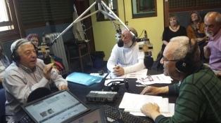 Micrófonos sin edad: los talleres gratuitos del ISER para adultos mayores