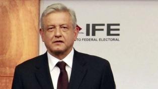 López Obrador encabeza las preferencias electorales en dos encuestas