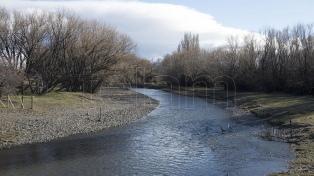 El cuerpo hallado en el río Chubut aún no fue identificado y Avruj viajó de urgencia a Esquel