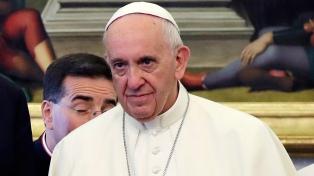 """Francisco pidió por """"el diálogo entre culturas y religiones"""""""