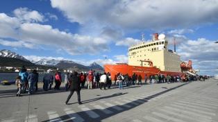 """El """"Irízar"""" volvió a la Antártida a más de una década del incendio"""