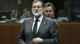 """El rey de España dice que la democracia resolverá el """"inaceptable"""" intento de secesión de Cataluña"""