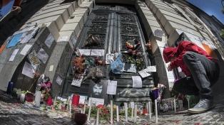 Congoja y respeto frente a la Morgue, el día después de la autopsia