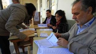 """Tres ONG  reclaman """"con urgencia"""" una nueva ley de financiamiento político"""