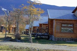 Allanan una hostería y un complejo de cabañas atribuidas a Báez en Tolhuin