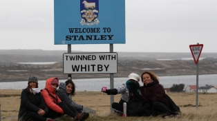 """Docentes de Escobar viajaron a Malvinas para buscar """"puntos de unión"""""""