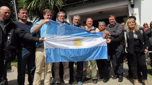 Restituyeron las banderas y un busto de San Martín en El Bolsón