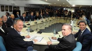 Gobernadores de la oposición se reúnen para preparar el encuentro con Macri
