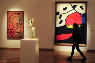 Miró mira Buenos Aires…