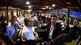 El PJ bonaerense ratificó el llamado a elecciones y convocó a Massa y Randazzo