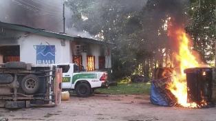 """""""Garimpeiros"""" incendiaron organismos ambientales tras operativo en una mina ilegal"""