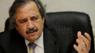 Alfonsín cuestionó el DNU firmado esta semana por el Presidente