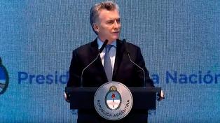 Macri con el nobel de la Paz, equipos de Hacienda y Finanzas y cierra cumbre OIT