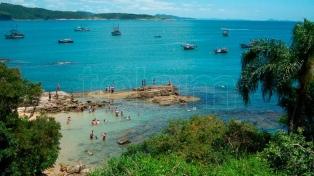Esperan 2,5 millones de argentinos este año en Brasil, sobre todo en las playas de Santa Catarina