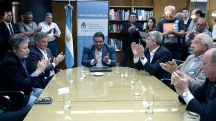 La industria láctea firmó un acuerdo multisectorial para mejorar mejorar la productividad y el empleo