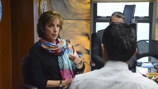 La embajadora de EEUU pidió justicia para los crímenes contra periodistas