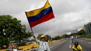 """Estatales venezolanos protestaron por despidos """"injustificados"""""""
