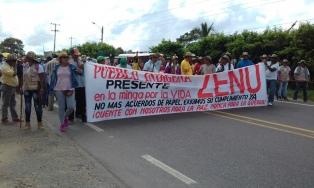 Miles de indígenas mantienen desde hace seis días protestas y piden negociar con el gobierno