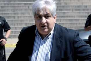 Piumato continúa encadenado en una comisaría