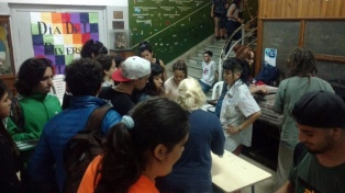 Estudiantes del ENAM de Banfield tomaron la escuela en rechazo al operativo