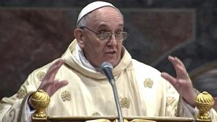 Francisco, contra los fieles, curas y obispos que sacan fotos durante las misas