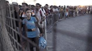 Refugiados reclaman la reunificación con familiares ante la embajada de Alemania