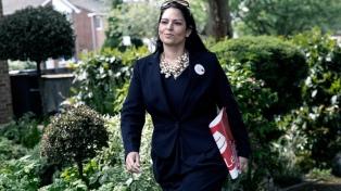 Renuncia una ministra británica tras encuentros no autorizados con líderes israelíes