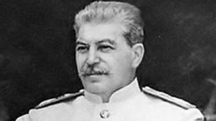 Sale en español la biografía completa de Josef Stalin escrita por León Trotsky