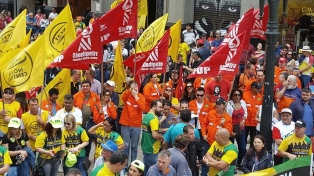 Sindicatos marchan en 120 ciudades contra la reforma previsional