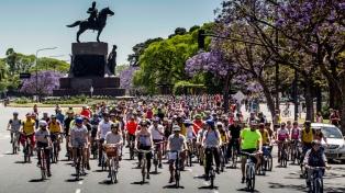 Miles de personas participaron de una bicicleteada por las calles porteñas