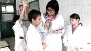 """Evaluación Enseñar docente: cuatro de cada diez estudiantes está por """"debajo del promedio"""""""