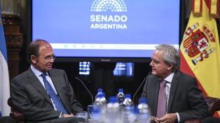 Pinedo recibió en el Senado a su par de la Cámara alta española