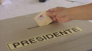 Entusiasmo y largas colas den la votación de chilenos en Buenos Aires