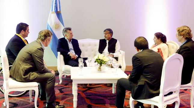 Macri con Kailash Satyarthi, activista de Derechos Humanos de la India y Premio Nobel de la Paz por su lucha para erradicar el trabajo infantil y concientizar sobre el derecho a la educación de los niños
