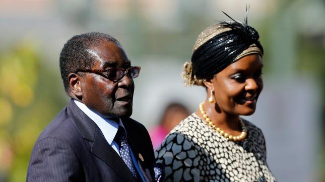Juventudes de partido de Mugabe piden la expulsión de su esposa