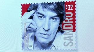 En un homenaje a Sandro, lanzan una estampilla con su nombre y su rostro