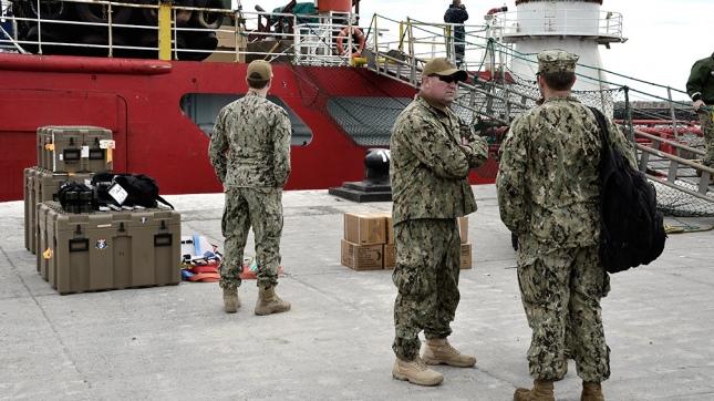 Preparan el buque para llevar el submarino robot