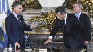 Macri tomó juramento a los nuevos ministros de Agroindustria y Salud