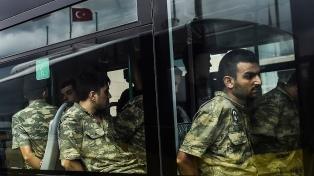 Emiten 110 órdenes de arresto por el golpe fallido de 2016