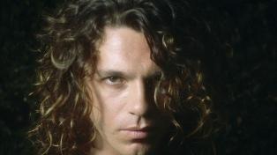 """Michael Hutchence: sex symbol clásico de épocas de """"raros peinados nuevos"""""""